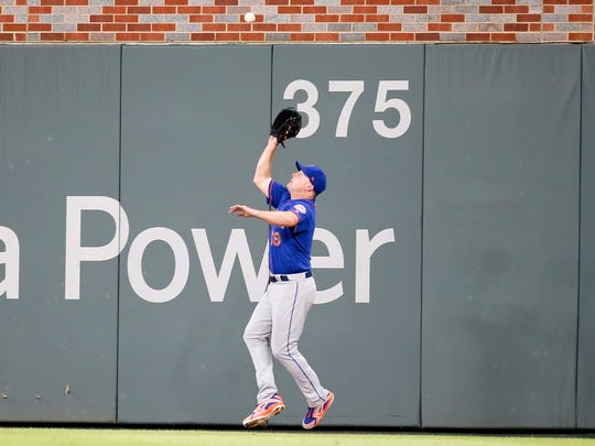 New York Mets right fielder Jay Bruce (19) catches a fly ball against the Atlanta Braves in the fifth inning at SunTrust Park.