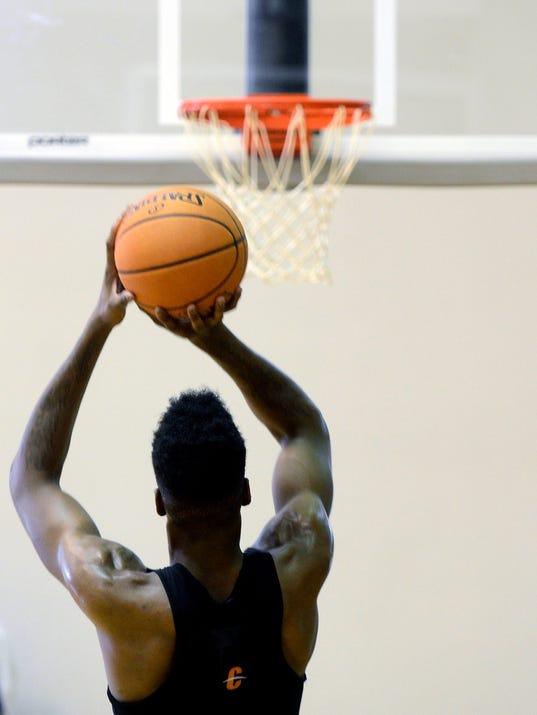 176ers Basketball_Levi.jpg