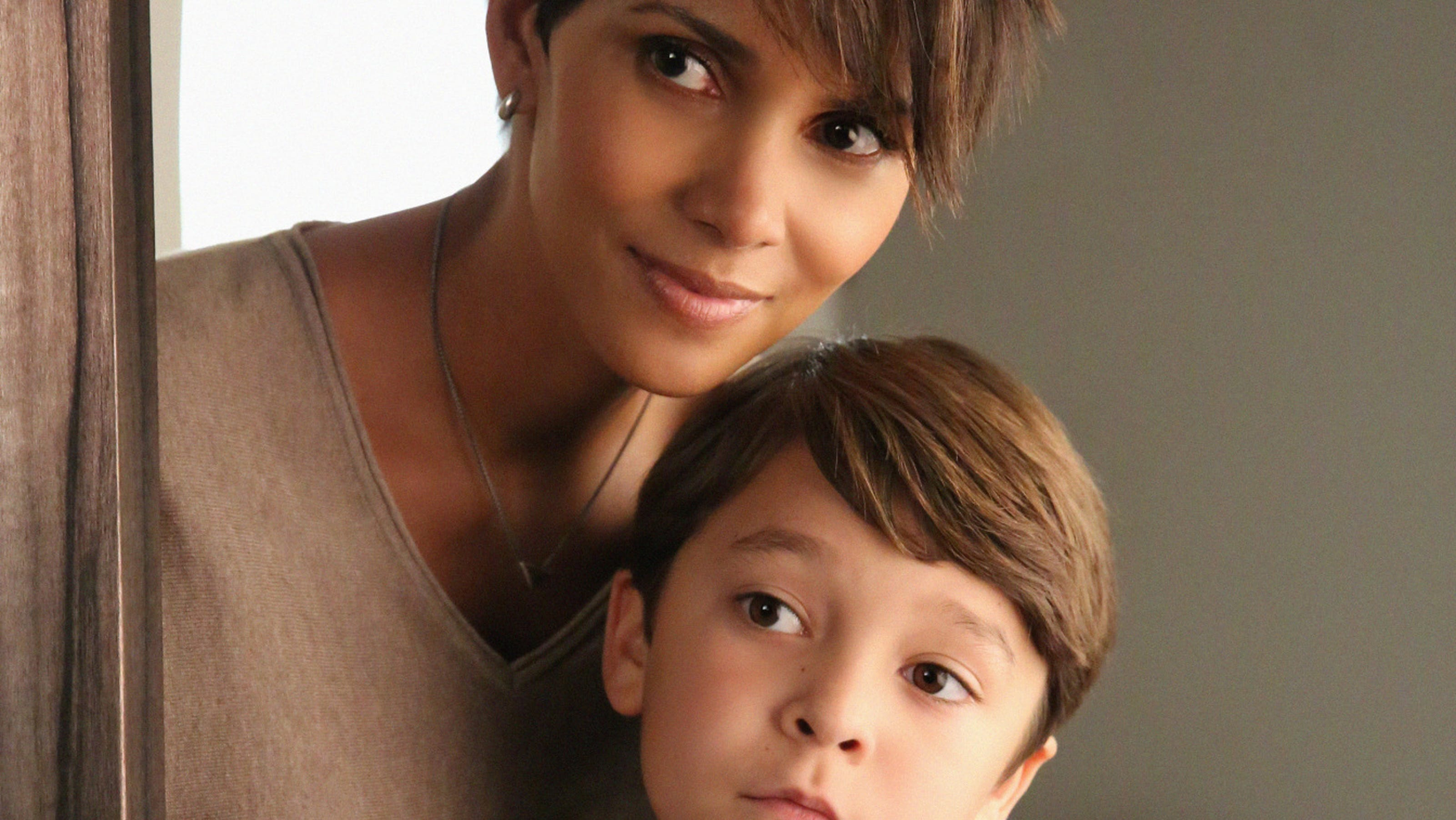'Extant' shows off 'E.... Halle Berry College