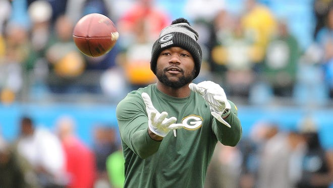 Packers  receiver Ty Montgomery warms up at Bank of America Stadium in Charlotte, N.C.
