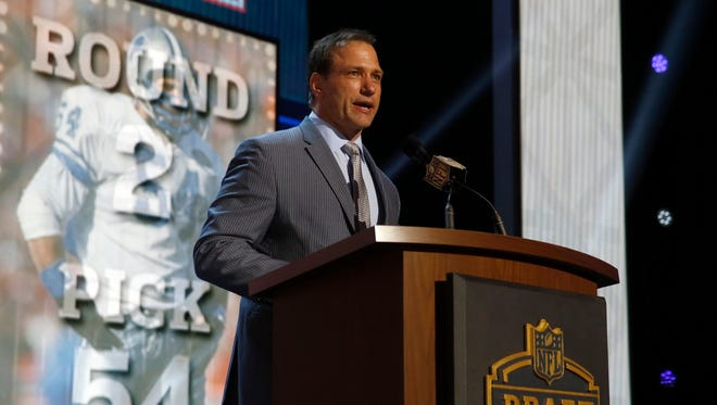 Former Detroit Lions player Chris Spielman announces the Detroit Lions select Nebraska running back Ameer Abdullah as the 54th pick in the second round of the 2015 NFL Football Draft, May 1, 2015, in Chicago.
