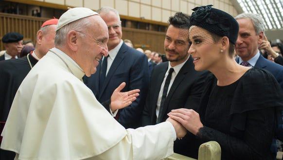 Le pape Francis et... Kate Perry 636605053877516524-AFP-AFP-14E5BZ