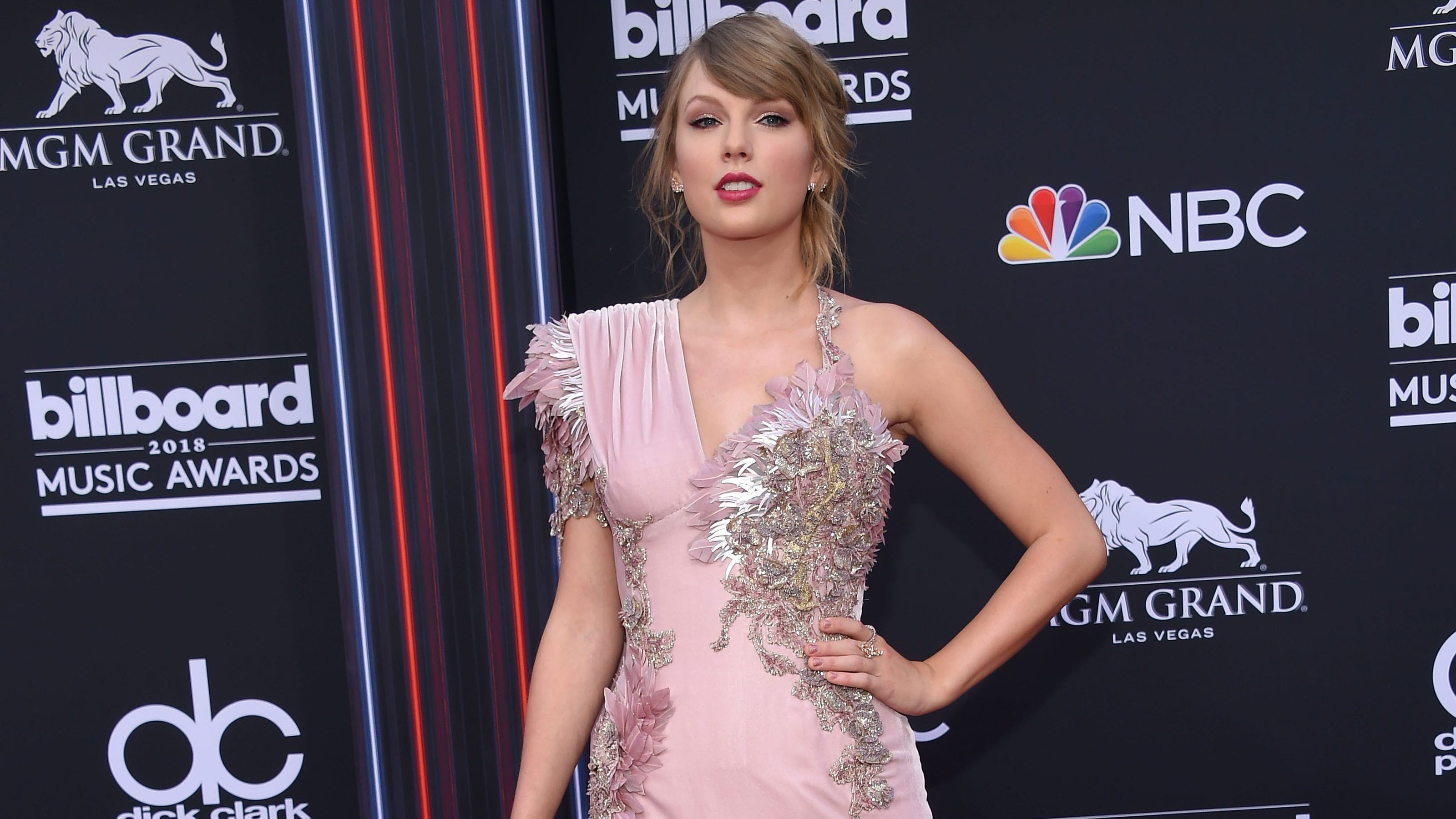 Taylor Swift Is Shutting Down Her Swift Life Phone App