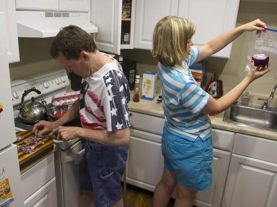 Randy chops onions as he teaches Melissa to cook meatloaf during their first week as a married couple. They live with Melissa's aunt Virgie in North Fort Myers, but are learning to be more independent.