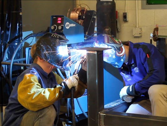 636607011049122143-Fraser-Students-Welding.jpg