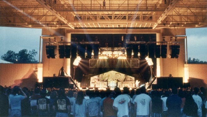 This image shows a 1989 performance at Klipsch Music Center.