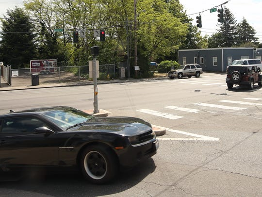 raffic moves through the intersection of Warren and 16th in Bremerton on Wednesday.