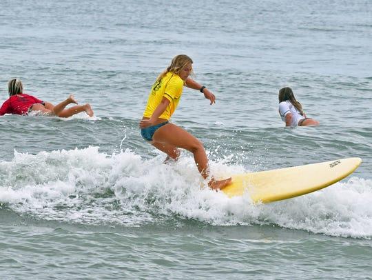 Lauren McLean competing in a pro women's longboard