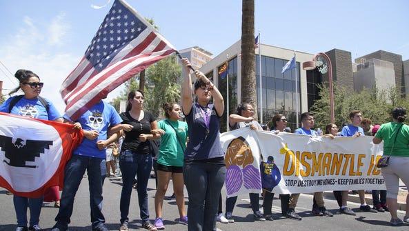 Imágenes de las protestas en Phoenix en la Avenida