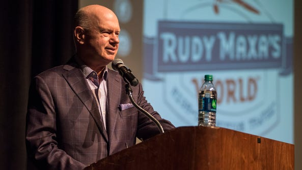 Travel expert Rudy Maxa speaks at the Port Huron Town