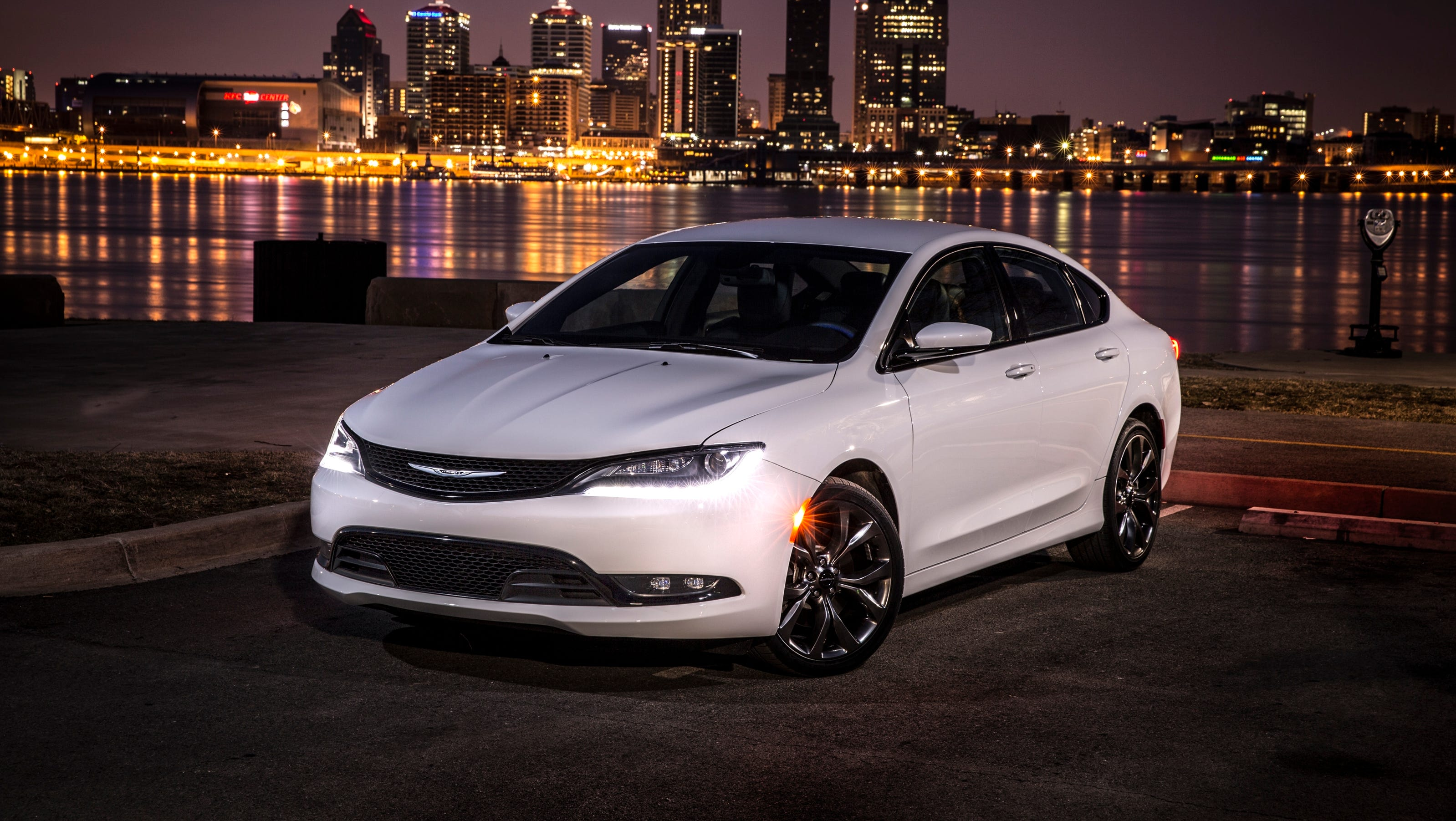 2015 chrysler 200 remake sweetly disappointing. Black Bedroom Furniture Sets. Home Design Ideas
