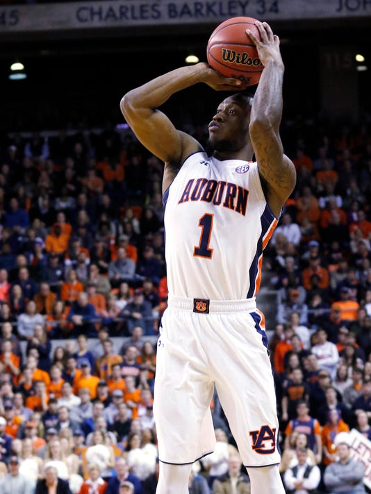 Auburn's Kareem Canty shoots a three-pointer against Alabama in the first half of an NCAA college basketball game, Tuesday, Jan 19, 2016  in Auburn, Ala. (Todd J. Van Emst/Opelika-Auburn News via AP)