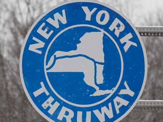 New York Thruway Sign Feb. 18, 2014.   ( Ricky Flores / The Journal News )
