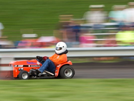 Lawn Mower Races_05.jpg