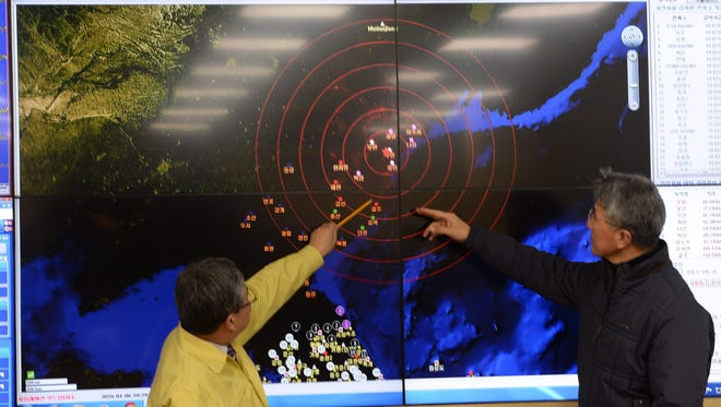 Ko Yun-hwa (left), of South Korea's Meteorological Administration, and Yun Won-Tae, general director of the Earthquake and Volcano department of the Korea Meteorological Administration, look at a screen showing seismic waves from North Korea at the Korea Meteorological Administration center in Seoul, South Korea, Jan. 6, 2016.