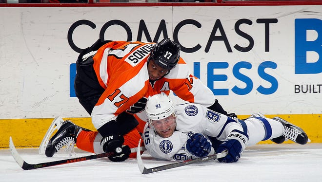 Wayne Simmonds and the Flyers host Steven Stamkos and the Eastern Conference leading Lightning.