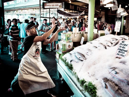 America 39 s fresh seafood markets for Pike place fish market video