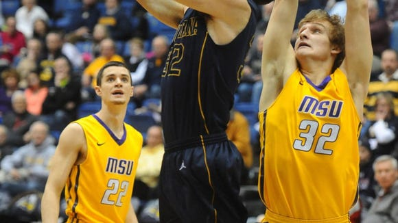 Casey Schilling's career-high 31 points carried Augie.