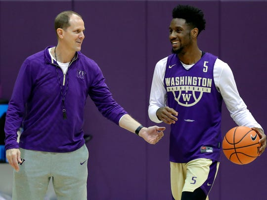 Washington coach Mike Hopkins talks with freshman guard Jaylen Nowell during a recent practice in Seattle.