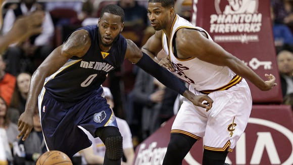 Memphis Grizzlies' JaMychal Green (0) and Cleveland Cavaliers' Tristan Thompson (13) battle for a loose ball in the first half of an NBA basketball game Monday, March 7, 2016, in Cleveland. (AP Photo/Tony Dejak)