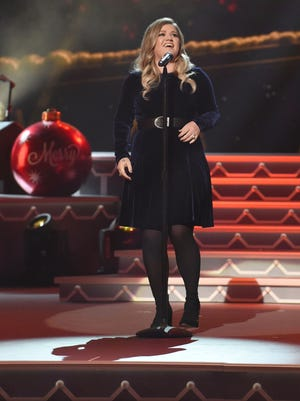 Kelly Clarkson performs Nov. 9, 2016 at the 2016 CMA Country Christmas event, held at the Grand Ole Opry House in Nashville, Tenn. (Laura Farr/AdMedia/Zuma Press/TNS)