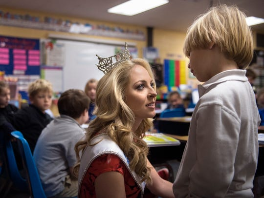 Miss Tennessee Caty Davis talks with 7-year-old Snowden