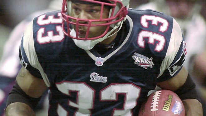 During the first half, New England Patriots' Kevin Faulk runs in Super Bowl XXXVI against the St. Louis Rams played at the Superdome in New Orlean, La., Sunday, Feb. 3, 2002. (Gannett News Service, David Planchet/USA TODAY)
