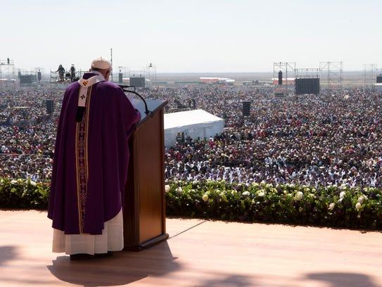 Miles de fieles asistieron a la misa que el Papa Francisco