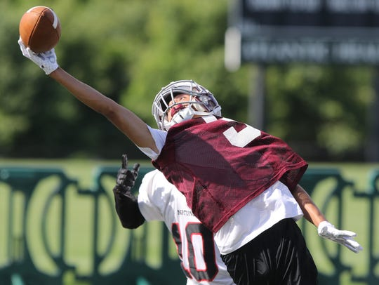 Jason Jones makes this one handed catch for a Morristown