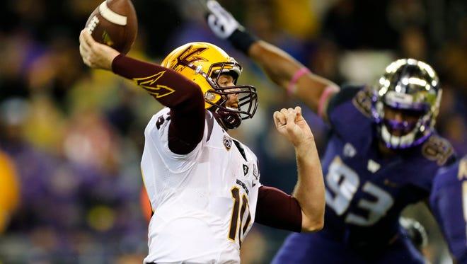 Arizona State quarterback Taylor Kelly passes against the Washington Huskies during the first quarter at Husky Stadium on Saturday, Oct. 25, 2014.