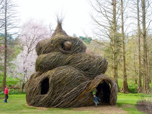 Patrick Dougherty (Just for Looks, 2006. Max Azria Melrose Boutique, Los Angeles, Calif.)