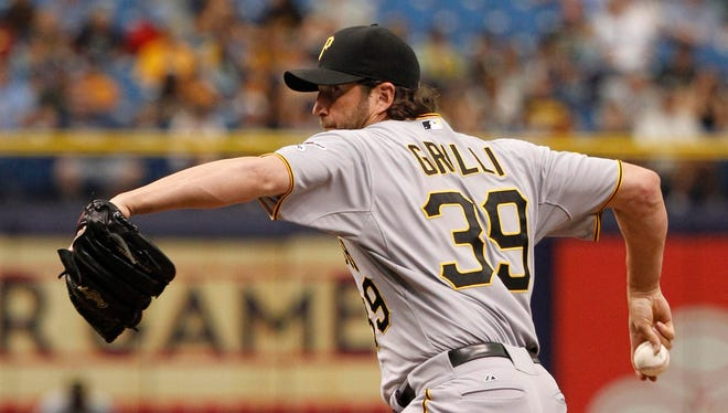 Pittsburgh Pirates relief pitcher Jason Grilli (39) throws a pitch during the eighth inning against the Tampa Bay Rays at Tropicana Field. Tampa Bay Rays defeated the Pittsburgh Pirates 5-1.