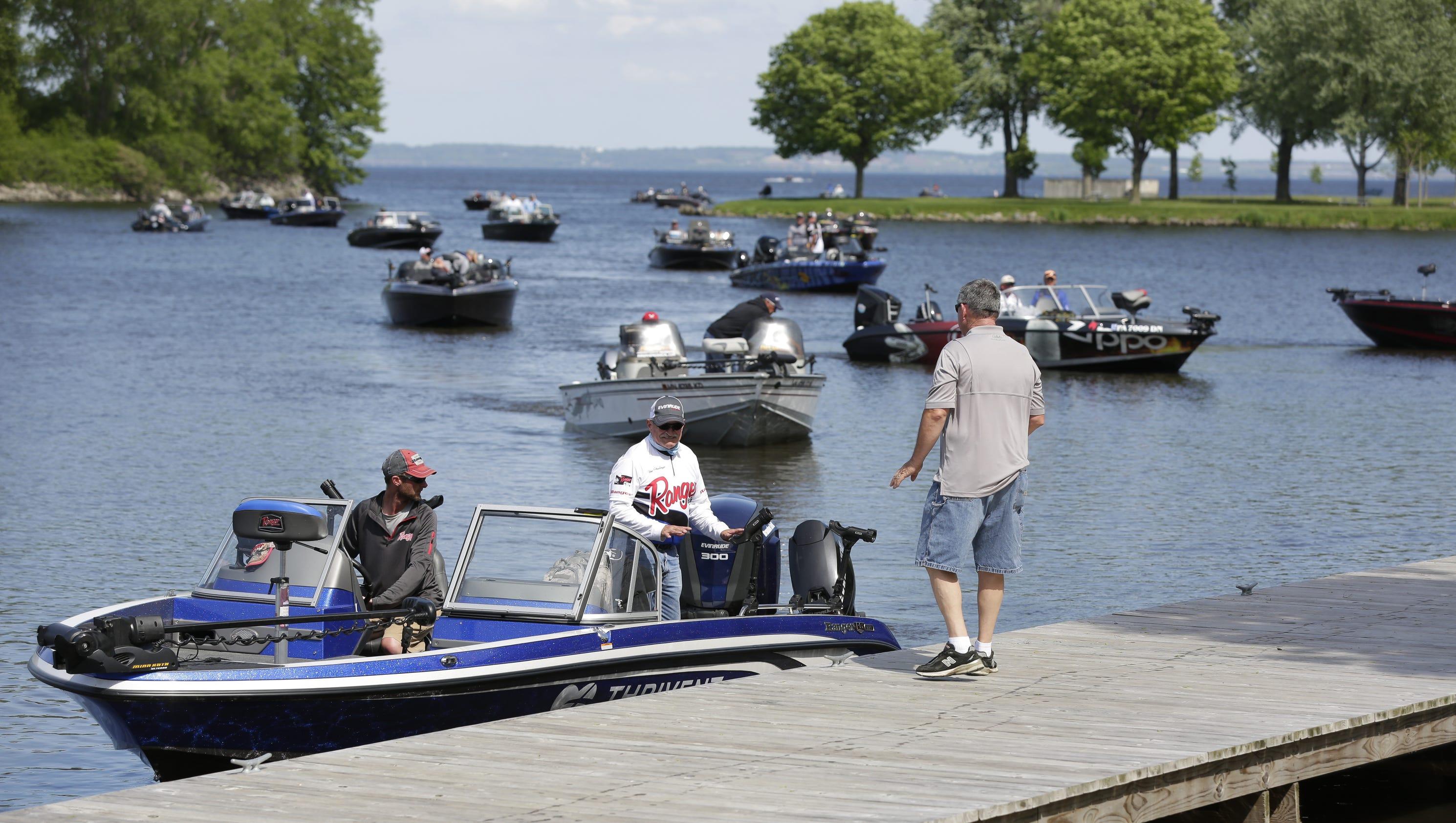 Lake winnebago hosts national walleye tour for Wisconsin fishing tournaments