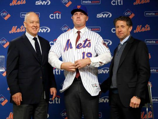 Sandy Alderson (l), Jay Bruce  (m) and Jeff Wilpon