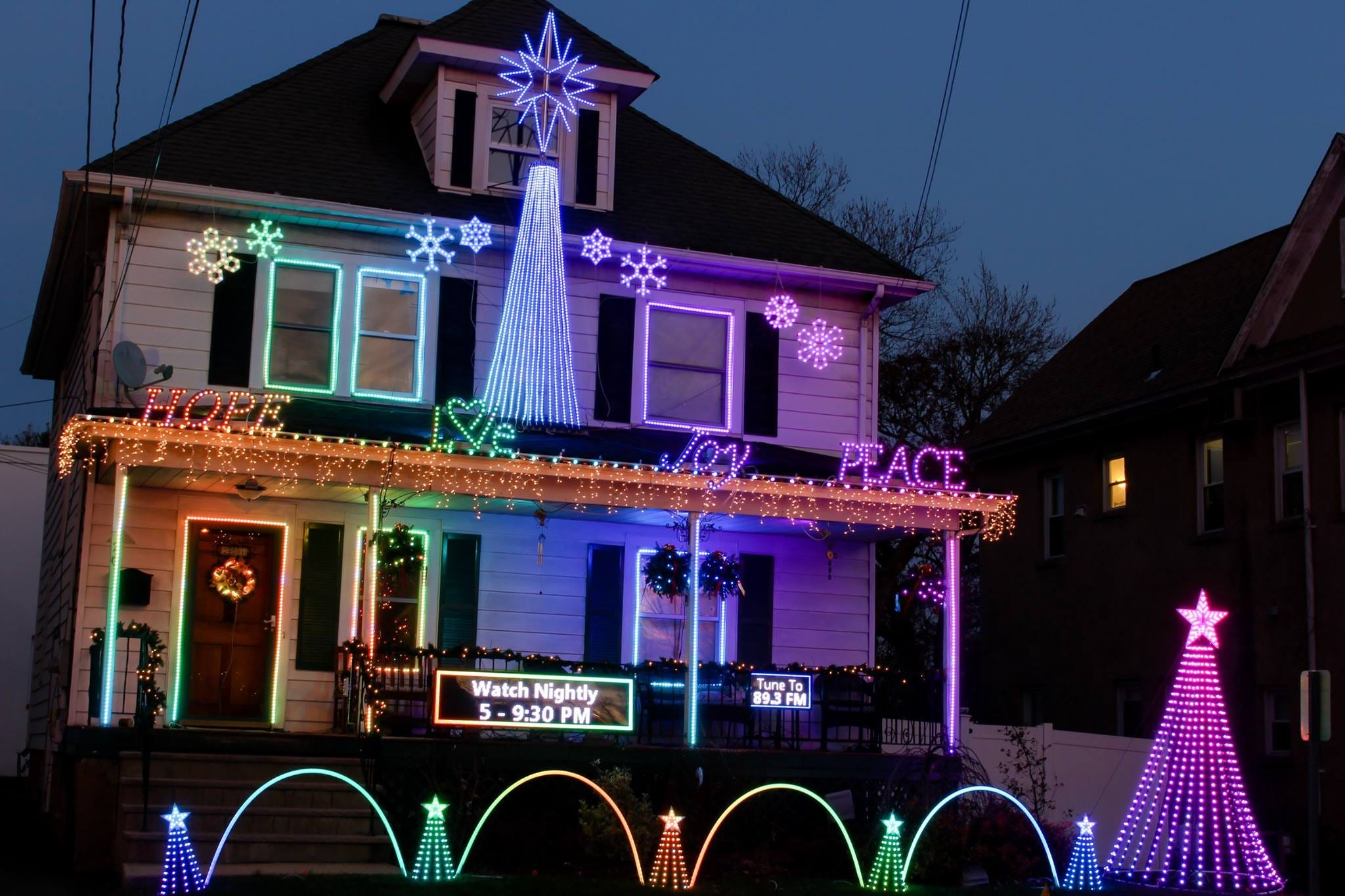 Christmas home lighting Fairway Village Christmas At The Nietzers Display Elle Decor Nj Christmas Lights Where To See The Best Brightest Home Displays