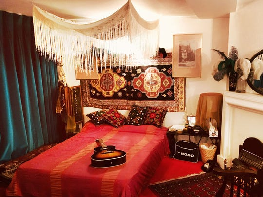 At London's Handel & Hendrix museum, step into Jimi Hendrix's former bedroom — restored to its late-'60s glory — next door to Handel's dwellings from the 1700s.