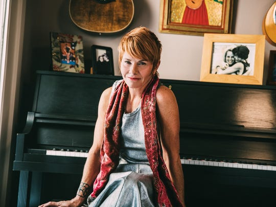 Shawn Colvin joins Lyle Lovett at a sold-out concert