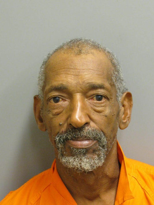 636342392169109146-Mug-Larry-Smith-is-charged-with-domestic-violence-assault..jpg