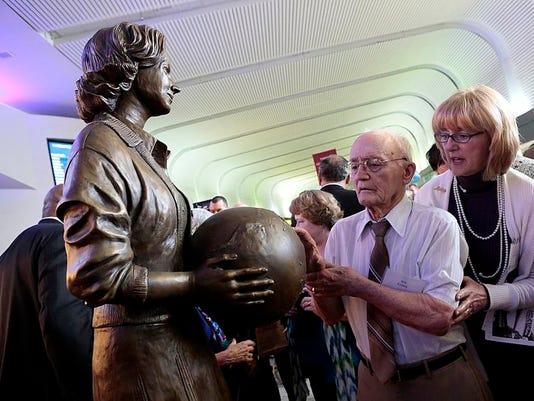 NEW 041714 Jerrie Mock Statue 03jp.JPG