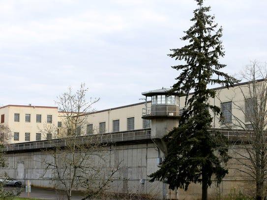 http://www.gannett-cdn.com/-mm-/71e69a297d7d5f7ac7ee01303740d68f83458934/c=313-0-4312-3007&r=x408&c=540x405/local/-/media/2016/03/23/Salem/Salem/635943408998833904-Prison134706.jpg