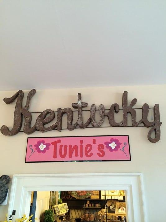 Tunie sign Ky