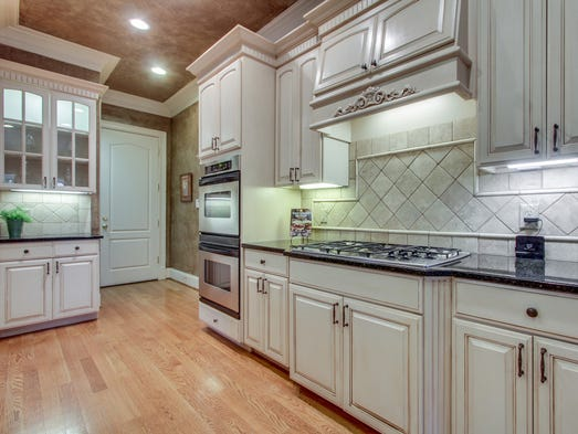 kitchen granite backsplash nashville million dollar homes 824 legends glen court 1774