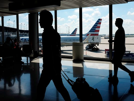 AP APTOPIX EARNS AMERICAN AIRLINES F A USA IL
