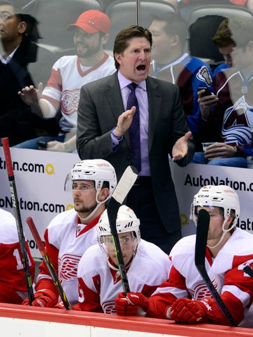 Detroit Red Wings coach Mike Babcock reacts on the