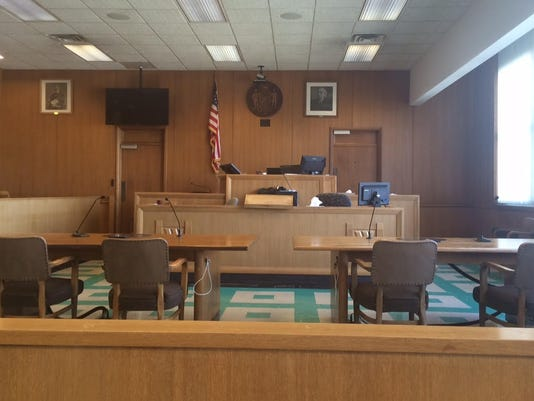 635787914193256368-courtroom