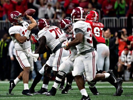 Alabama quarterback Tua Tagovailoa (13) throws game