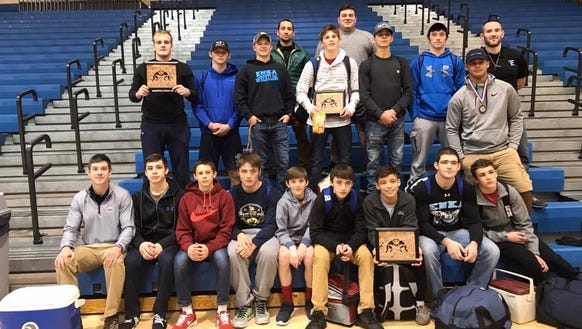 Three wrestlers from Enka won their weight classes