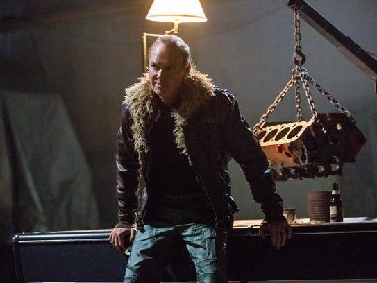 Adrian Toomes (Michael Keaton) sells alien weapons