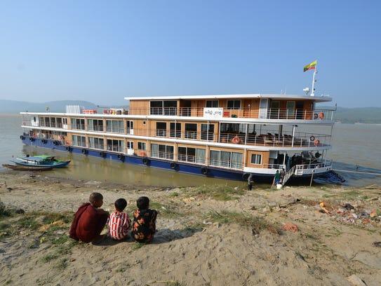 Children of the riverfront village of Kya Hnyat