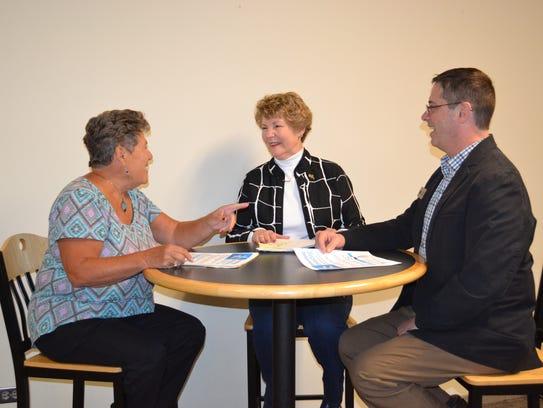 Parm Boyer, left, talks with Ellen Honsperger and Lonnie